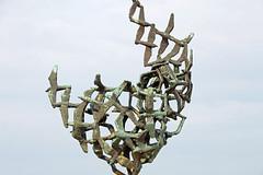 "Rostock-Warnemnde - Bronze ""Mwenflug"" an der Strandpromenade (www.nbfotos.de) Tags: bronze warnemnde kunst skulptur promenade rostock mecklenburgvorpommern strandpromenade bronzeskulptur mwenflug"