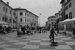 Lazise - Verona (19Cefa94) Tags: street bw italy lake square lago nikon italia cloudy verona piazza biancoenero gardalake lagodigarda veneto lazise d5300 portodilazise nikond5300 nikon1850vrii