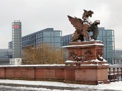 Greifskulptur (Gertrud K.) Tags: berlin mitte sculptures centralrailwaystation