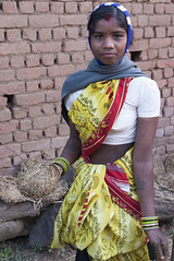 Tribal Gond girl (wietsej) Tags: india girl sony tribal 1750 tamron a100 gond chhattisgarh bhoramdeo
