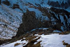 Mur basaltique naturel (Graphisme, Photo, et autres !) Tags: mountain snow france cold trekking path voigtlander neige chemin auvergne mul puydesancy alpinism colorskopar ultron gr4 hikking granderandonnée 40mmf14 voigtlanderr3m beautyfulllandscape