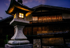 Last light in Tsumago - Kiso (@PAkDocK / www.pakdock.com) Tags: wood travel viaje light sunset house alps lamp japan night japanese angle sony traditional voigtlander wide away hike route trail historical ghosts lantern organic japon edo magome nakasendo tsumago citiscape spirited twitter a6000 pakdock sonya6000 facepak