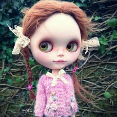 Pink Roses 🌹💗 ~Available later on my Etsy Shop #blythe #instagram #instadoll #dollsclothes #doll #dollstagram #dollphotography  #blythedoll #pink #roses #knittersofinstagram #knittinglove #dollknits #bigeyes