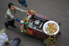 Food Vendor, Hanoi, Vietnam (takasphoto.com) Tags: trip travel viaje photography asia southeastasia earth streetphotography vietnam transportation viagem hanoi 旅行 asean indochina viêtnam ベトナム travelphotography アジア wietnam việtnam 越南 hànội 河內 ハノイ photographiederue 亜細亜 東南アジア 베트남 gatufotografi 东南亚 וייטנאם vietnamas האנוי दक्षिणपूर्वएशिया 동남아시아 เอเชียตะวันออกเฉียงใต้ فيتنام cộnghòaxãhộichủnghĩaviệtnam strasenfotografie вьетнам đôngnamá уличнаяфотография 河內市 インドシナ半島 צילוםרחוב អាស៊ីអាគ្នេយ៍ एशिया ストリートスナップ インドシナ ویتنام vijetnam ประเทศเวียดนาม mainlandsoutheastasia ཝི་ཏི་ནམ། юговосточнаяазия هانوي هانوی تصويرالشارع hònuisṳ ভিয়েতনাম ಆಗ್ನೇಯಏಷ್ಯಾ เอเชียตะวันออกเฉียงใต ອາຊີຕາເວັນອອກສຽງໃຕ້ სამხრეთაღმოსავლეთიაზ სამხრეთაღმოსავლეთიაზია maritimesoutheastasia ఆగ్నేయఆసియా ベトナム社会主義共和国 越南社會主義共和國