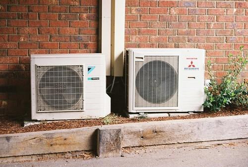 airconditioner brickwall pentaxmz50 kodakultramax400