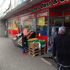 Cennet-Markt (viernullvier) Tags: deutschland squareformat saarland nk neunkirchen neunkirchensaar