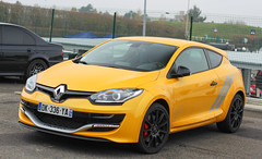 Sirius Yellow (NaPCo74) Tags: yellow jaune track f1 renault sirius trophy circuit rs magny megane trackday 275 nevers objectif magnycours objectifcircuit