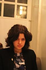 Portrait de Melle Roxane en tueuse. (elisabeth D.) Tags: fille jeunefille meurtre