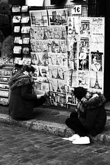 Souvenir (ugoriccardi) Tags: street travel paris france travelling art canon strada place gente basilica montmartre galerie du souvenir e racconto francia bianco nero viaggio tertre gens parigi basilique artisti artiste visitparis viaggiare paris2016