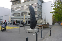 Eine Gurke (mitue) Tags: berlin erwinwurm berlinischegalerie nks beimutti