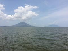 """Isla de Ometepe: vue sur les deux volcans depuis le ferry <a style=""""margin-left:10px; font-size:0.8em;"""" href=""""http://www.flickr.com/photos/127723101@N04/26178879374/"""" target=""""_blank"""">@flickr</a>"""