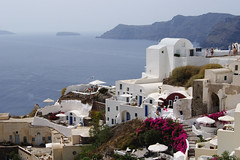 Blue, white and red (Steenjep) Tags: sea cliff holiday view scenic santorini greece caldera oia ferie grækenland
