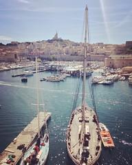 Embarquement (Kemen) Tags: sea summer sun mer france port soleil boat marseille t bateau bonne printemps voilier mre massilia catdrale