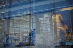 Distortion (jlborja66) Tags: montreal streetphotography fujifilm placevillemarie sunlifebuilding jaimeborja fujinon35mmf20 xe2s