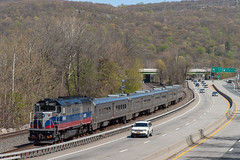 Parallel Routes (sullivan1985) Tags: new york railroad ny port train railway line southern mta tier jervis metronorth emd sloatsburg mncw gp40fh2m