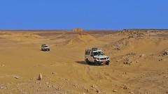 La route maison (Luc1659) Tags: strada jeep blu vacanza deserto sabbia caldo avventura