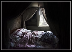 Old Sturbridge Village, Massachusetts (mcleod.robbie) Tags: window bed dress sleep room historic
