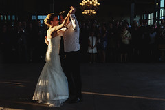 como dos cuerpos descontrolados, bajo control (kLaraBj) Tags: wedding man love luz atardecer bride dance couple dancing pareja amor boda baile hombre novia marido