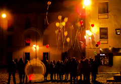 Intereses comunes :: Common interests :: Intrts communs ::: 20151226 4972 (Oiluj Samall Zeid) Tags: street espaa night balloons lights luces noche calle spain rue globos len espagne nuit ballonslumires