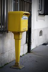 06fv7r (regisdidier15) Tags: street jaune poste nikon courier rue ville boite lette d300