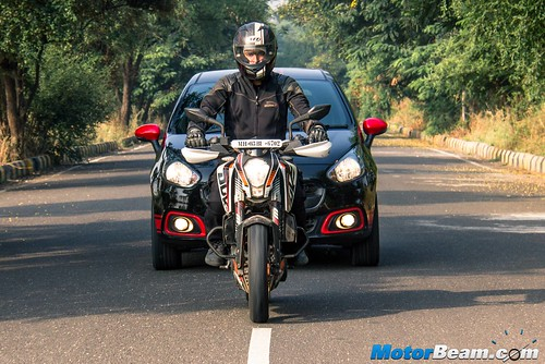 Fiat-Punto-Abarth-vs-KTM-Duke-390-13