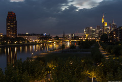 Frankfurt Skyline & Main Plaza (frescographic) Tags: city sunset sun skyline clouds skyscraper dawn lights sonnenuntergang sundown frankfurt wolken citylights dmmerung mainhatten commerzbank maintower osthafen oosten weselerwerft nikon1