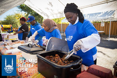 Islamic Relief USA volunteers give out food in Minneapolis at the Day of Dignity.