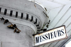 Messieurs (overthemoon) Tags: roof detail sign schweiz switzerland suisse rusty ivy lausanne svizzera toilets vaud bugnon romandie messieurs