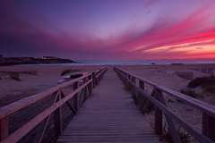 Der Laufsteg (jaocana76) Tags: sunset espaa primavera beach atardecer spring playa andalucia nubes cadiz anochecer tarifa loslances estrechodegibraltar straitsofgibraltar strog campodegibraltar canon1635 lapasarela canoneos7d juanantonioocaa jaocana76