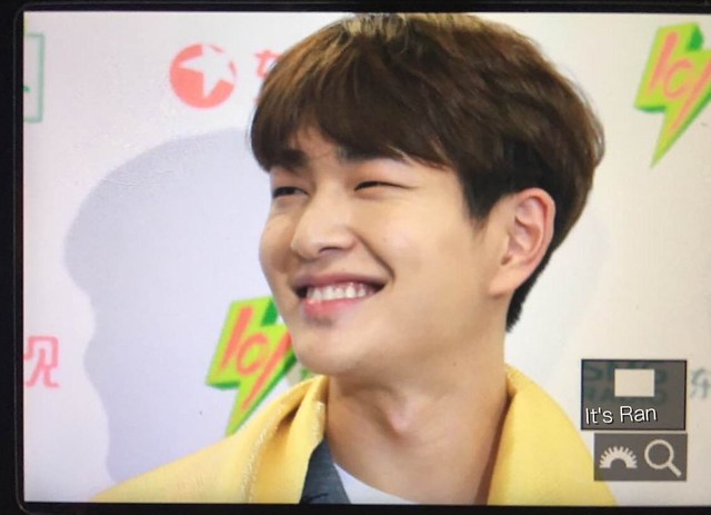 160328 Onew @ '23rd East Billboard Music Awards' 26078978806_cf42d6d85a_z