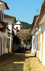 150326 0827 Paraty, Brasil (nicolaskuntscher) Tags: street city summer southamerica brasil paraty calle day colonial iglesia ciudad cielo verano da fachada nk empedrado sudamrica