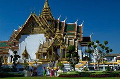 Royal Palace, Bangkok [Explored] (Bokeh & Travel) Tags: beautiful gardens architecture thailand golden colorful asia king bangkok group royal palace grandpalace thai maha rama royalpalace phra montein