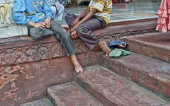 fingers and toes (Pejasar) Tags: boy india girl stone stairs children ruffles toes dress sandals delhi fingers mosque carving barefoot barefeet relaxed jamamasjid psdescalos filosofianatural