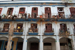 House in Centro Habana (beatricebiruspoli) Tags: city blue people house nikon colours havana cuba d40