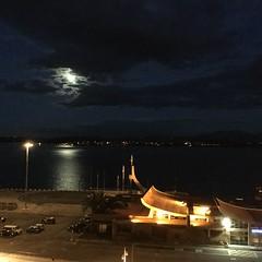 Luna (doloreslopez2) Tags: mar luna cielo bahia cantabrico