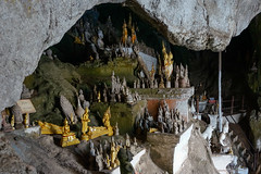 060. Laos. La grotte de Pak Ou, lieu de plerinage (beatrice.boutetdemvl) Tags: statue buddha bouddha ou sacred cave laos sacr grotte pak bouddhisme