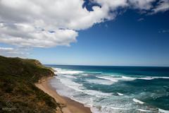 W-IMG_5665 (baroudeuses_voyage) Tags: ocean road sea beach londonbridge rocks oz cove great meadow australia roadtrip victoria cliffs van greatoceanroad 12apostles apostles australie gor elgrotto