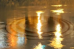 * creepy water reflections at night (@ Chinedu Blue photography) Tags: light night reflections river licht nacht creepy fluss reflektionen unheimlich