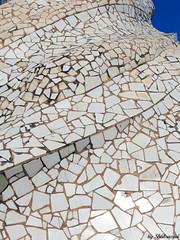 Trencadis (Shahrazad26) Tags: barcelona spain gaudi espagne modernismo spanien casamila spanje lapedrera espagna mozaiek passeigdegracia trencadis