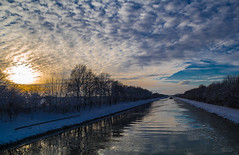 Sonnenuntergang am Kanal (d_kaczmarek) Tags: sunset sky sun color reflection water clouds fantastic sonnenuntergang spiegelung shipcanal runningtrack