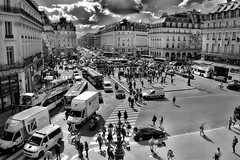 Paris, vue de l'Opra Garnier (Siolas Photography) Tags: bw paris france building noiretblanc fujifilm extrieur opragarnier xe2 francequbec