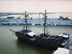 zzcreete64 (L.la) Tags: sea mer boat lomo lomography europa europe fuji scanner eu greece fujifilm bateau grce argentique lla mditerrane rethymnon crte laurentlopez lomochrometurquoise
