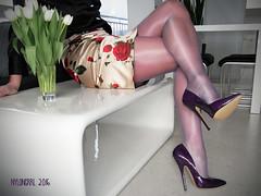 R0016345 - LEG SPRING (nylongrrl) Tags: hot sexy lady shiny highheels glossy elite heels elegant satin cleancut pantyhose nylon nylons platino