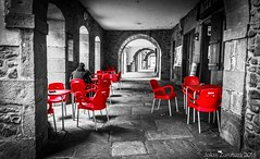 Red chairs (jokinzuru) Tags: red white black bar canon rouge eos rojo chairs country porsche tavern pays basque porche navarre sillas navarra rojas bistrot euskal herria nafarroa elizondo desaturación gorri 70d baztan arkupe aulki