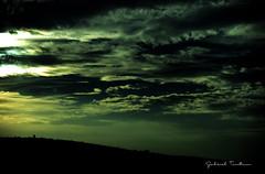 VIAJERAS EN EL TIEMPO (Gabriel Contreras Tzintzun) Tags: viaje atardecer arboles cerro cielo nubes monte melancolia colorido resplandor tisteza