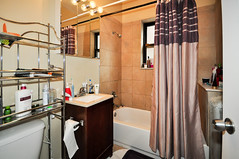 1586.Oak.1.BA (BJBEvanston) Tags: horizontal bathroom furnished 1576 1586 15861 1576oak 1586oak