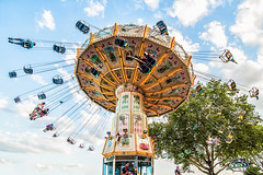 El Columpio I / The swing I (elda maganto) Tags: street fly frankfurt feria carousel fair swing tiovivo columpio