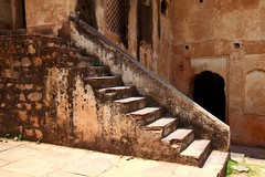 Step back in time (Heaven`s Gate (John)) Tags: old india heritage history stone architecture fort steps ruin palace madhyapradesh orchha johndalkin heavensgatejohn rudrapratapsingh
