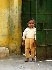 Pikaboo! (Isabel Sommerfeld) Tags: world morning travel boy people sun india girl kids happy early kid asia child surprise traveling rise neighbor bengal indien resa bengali resande pikaboo santiniketan inien westernbengal