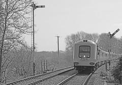 Prototype HST 41001 pulls into Thuxton (Andrew Edkins) Tags: england train canon norfolk railwaystation prototype hst preservedrailway 41001 semaphoresignals dieselgala midnorfolkrailway tuxton projectmiller